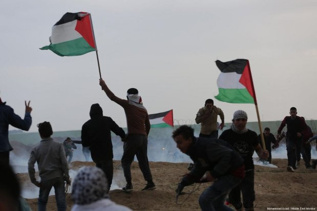 """Palestinians seen at the Gaza-Israel border during a protest within the """"Great March of Return"""" demonstrations in Shuja'iyya neighborhood of Gaza City, Gaza on December 07, 2018 [Mohammad Asad / Middle East Monitor]"""