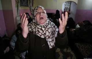 "Relatives of Palestinian Karam Fayyad (26), who was shot dead by Israeli soldiers during ""Great March of Return"" demonstration, mourn in Khan Yunis, Gaza on December 28, 2018. ( Ashraf Amra - Anadolu Agency )"