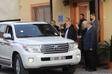 Hamas officials are seen saying goodbye to Qatari Ambassador as he drives off in the car in Gaza on 24 January 2019 [Mohamed Asad/Middle East Monitor]