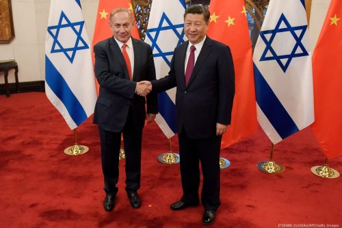 China's President Xi Jinping (R) and Israel's Prime Minister Benjamin Netanyahu shake hands in Beijing, China on 21 March 2017 [ETIENNE OLIVEAU/AFP/Getty Images]