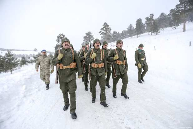 """People gather at Kizilcubuk within the """"Turkey Marches with Martyrs"""" event held to commemorate the martyrs of the World War I Battle of Sarikamish, in Kars, Turkey on January 06, 2019 [Ahmet İzgi / Anadolu Agency]"""