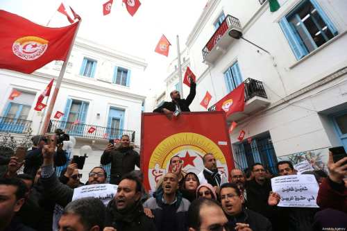 Tunisian high school teachers attend a demonstration demanding wage increases and improvements to their working conditions, in front of Tunisian General Labour Union (UGTT) in Tunis, Tunisia on January 9, 2019 [Yassine Gaidi / Anadolu Agency]