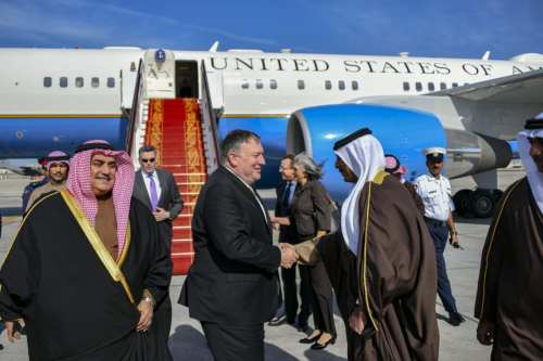 US Secretary of State Mike Pompeo (C) is being welcomed by Bahraini Foreign Minister Khalid bin Ahmed Al Khalifa (L) and officials at the Bahrain International Airport in Manama, Bahrain on January 11, 2019. [US Department of State / Handout - Anadolu Agency]