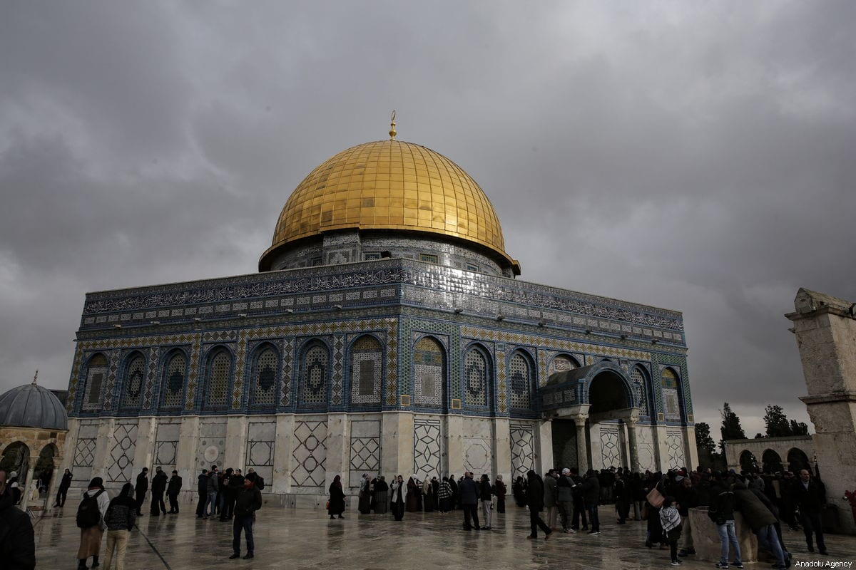 "Palestinian Muslims gather in front of the Dome of the Rock after the mosque reopened in Jerusalem on January 14, 2019. ""Palestinian guard closed the mosque after an Israeli policeman wearing a Jewish cap tried to enter the worship place,"" Firas al-Dibs, a spokesman for Jerusalem's Jordan-run Religious Endowments Authority, said [Mostafa Alkharouf / Anadolu Agency]"