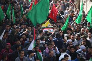 Hundreds of mourners take part in the funeral procession of Hamdi Taleb Na'asan, a 38-year-old Palestinian killed by Israeli settlers in Al-Mughayyir, Ramallah, on January 27, 2019 [Issam Rimawi / Anadolu Agency]