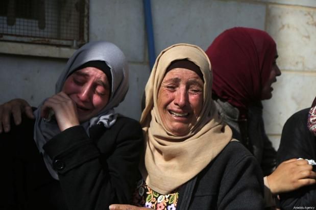 Relatives mourn during the funeral of Hamdi Taleb Na'asan, a 38-year-old Palestinian killed by Israeli settlers in Al-Mughayyir, Ramallah, on January 27, 2019 [Issam Rimawi / Anadolu Agency]