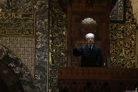 Jerusalem Mufti Sheikh Muhammad Hussein conducts Friday sermon (Khutbah) during the Friday prayer at Al-Aqsa Mosque Compound in Jerusalem on January 04, 2019. ( Mostafa Alkharouf - Anadolu Agency )