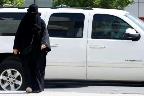A Saudi woman leaves a vehicle in Riyadh, Saudi Arabia on 2 October 2017. [REUTERS/Faisal Al Nasser]