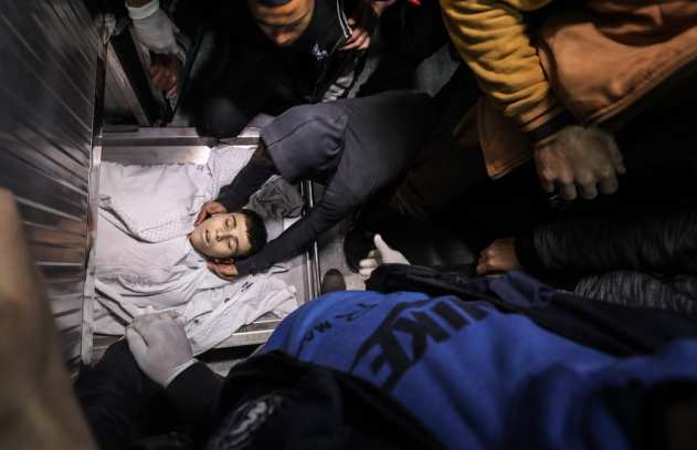 Dead body 15-year-old Palestinian Yusuf Said Hussein al-Dayeh, who was killed by Israeli army gunfire during anti-occupation protest, is seen at Al-Shifa Hospital in Gaza City on 22 February 2019. [Mustafa Hassona - Anadolu Agency]