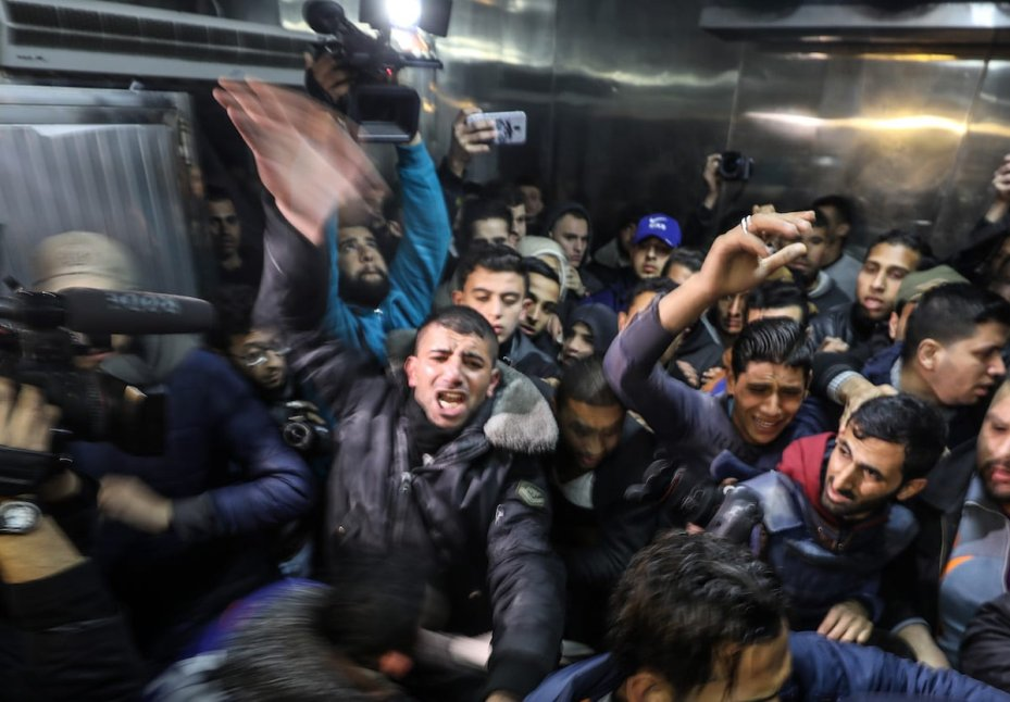 Palestinians mourn over the dead body 15-year-old Palestinian Yusuf Said Hussein al-Dayeh, who was killed by Israeli army gunfire during anti-occupation protest, at Al-Shifa Hospital in Gaza City on 22 February 2019. [Mustafa Hassona - Anadolu Agency ]