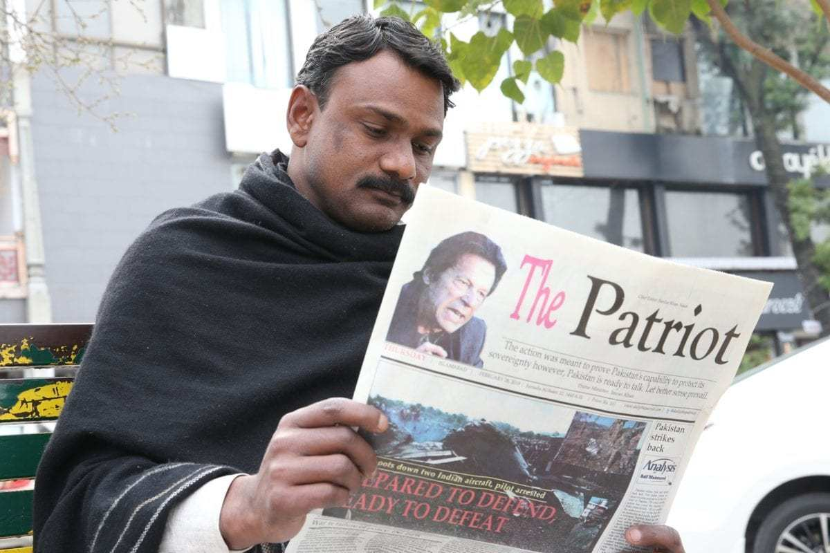 A man reads a newspaper featuring news on the tension between India and Pakistan, in Islamabad, Pakistan on 28 February 2019. [ Muhammed Semih Uğurlu - Anadolu Agency ]
