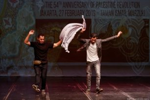 Two Palestinians perform a traditional dance on the stage during the 54th Anniversary of the Palestinian Revolution in Jakarta, Indonesia on 27 February 2019 [Anton Raharjo/Anadolu Agency]