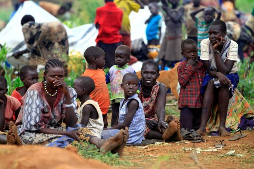 South Sudanese families displaced by fighting, queue for vaccination in Lamwo after fleeing fighting in Pajok town across the border in northern Uganda, April 5, 2017. REUTERS/James Akena - RC197734D6E0