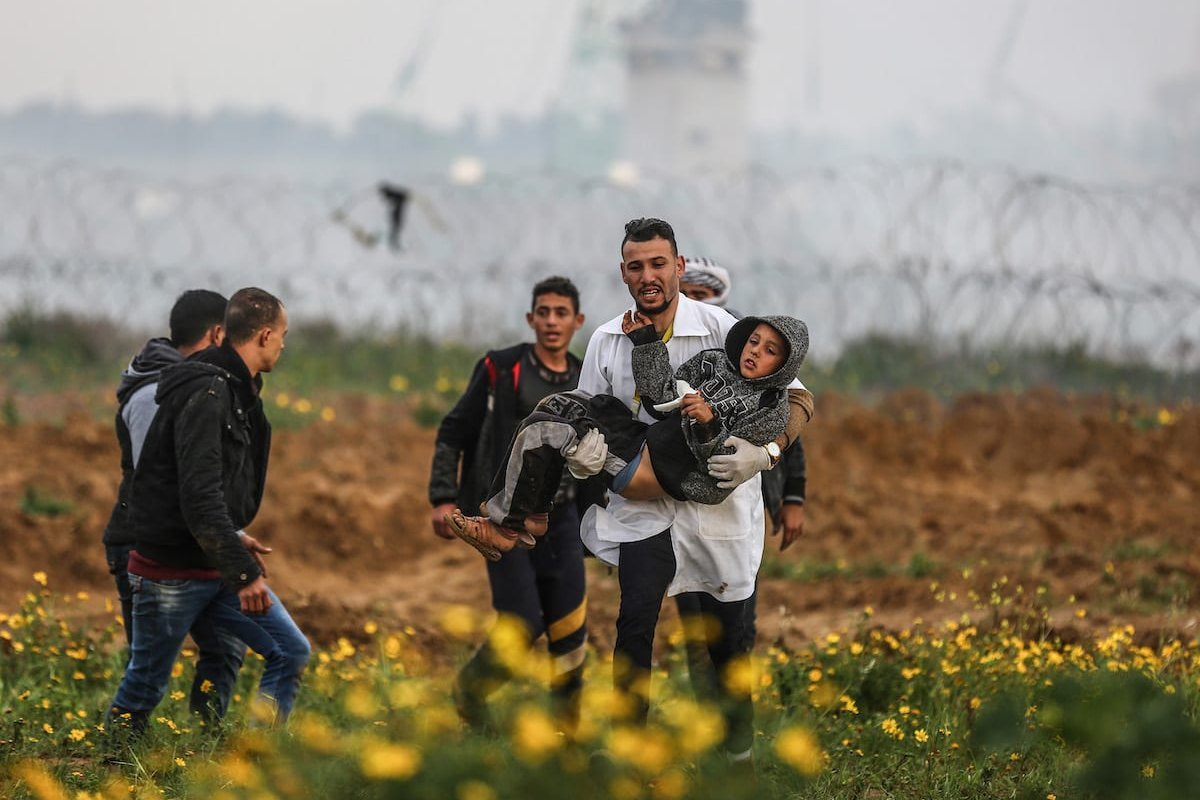 """An injured Palestinian kid is carried away after Israeli forces' clashed with protestors during a """"Great March of Return"""" demonstration near Israel-Gaza border, in Khan Yunis, Gaza on March 01, 2019 [Mustafa Hassona / Anadolu Agency]"""