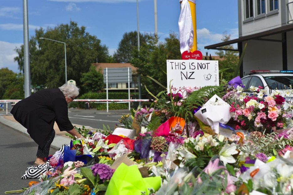 People pay tribute close to the Al Noor Mosque, following a mass shooting on March 15, in Christchurch, New Zealand on March 16, 2019 [Peter Adones / Anadolu Agency]