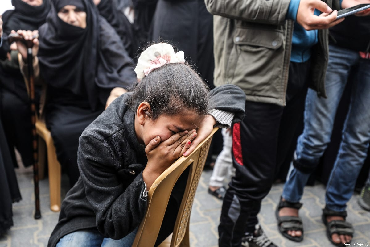 Palestinians mourn the death of a a Palestinian man killed by Israeli forces in Gaza on 31 March 2019 [Mustafa Hassona/Anadolu Agency]