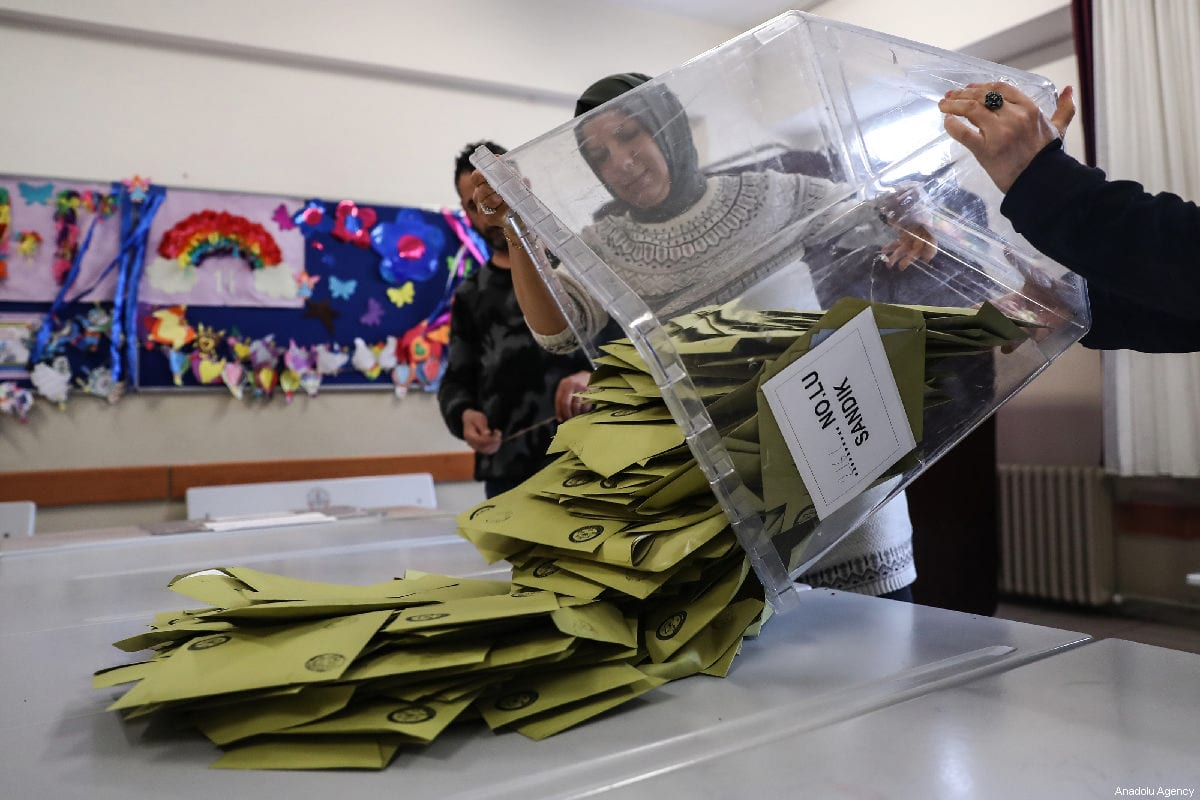 Scrutineers count votes after the polls for the local elections closed at a polling station in Istanbul, Turkey on 31 March, 2019 [Arif Hüdaverdi Yaman/Anadolu Agency]