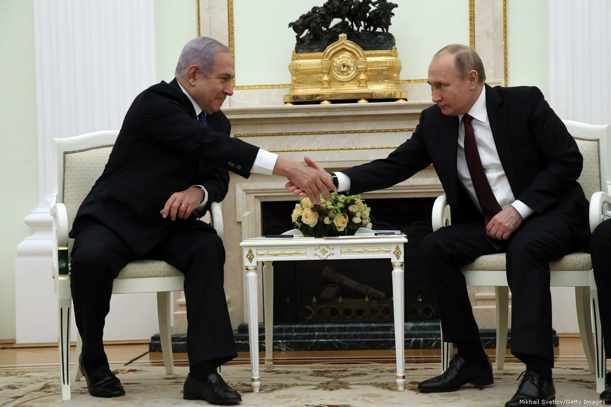 Russian President Vladimir Putin (R) greets Israeli Prime Minister Benjamin Netanyahu (L) during their talks at the Kremlin on 27 February 2019 in Moscow, Russia [Mikhail Svetlov/Getty Images]