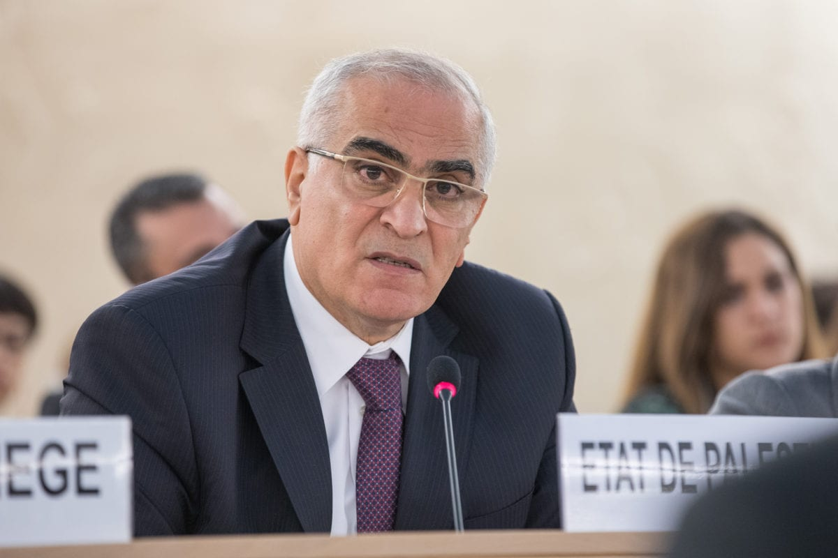 """Ibrahim Khraishi, Permanent Observer Representative of the State of Palestine to the UN speaks at the UNHCR special session on """"the deteriorating human rights situation in the occupied Palestinian territory, including East Jerusalem"""", at the United Nations Office in Geneva, on 18 May 2018 [Elma Okic / UN Geneva / Flickr]"""