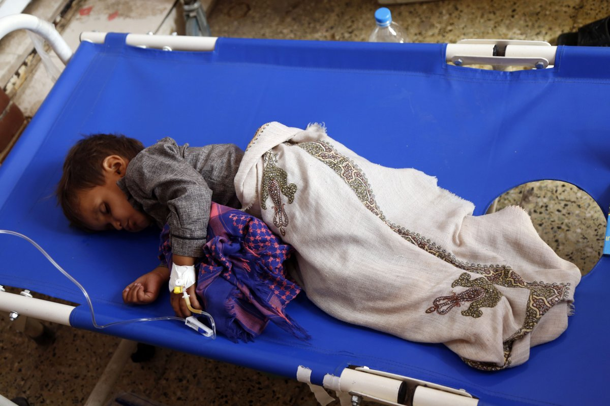Cholera-infected patients receive medical treatment at a hospital in Sana'a, Yemen on 1 April 2019 [Mohammed Hamoud/Anadolu Agency]