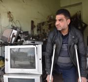 Syrian father holds on to life despite losing leg