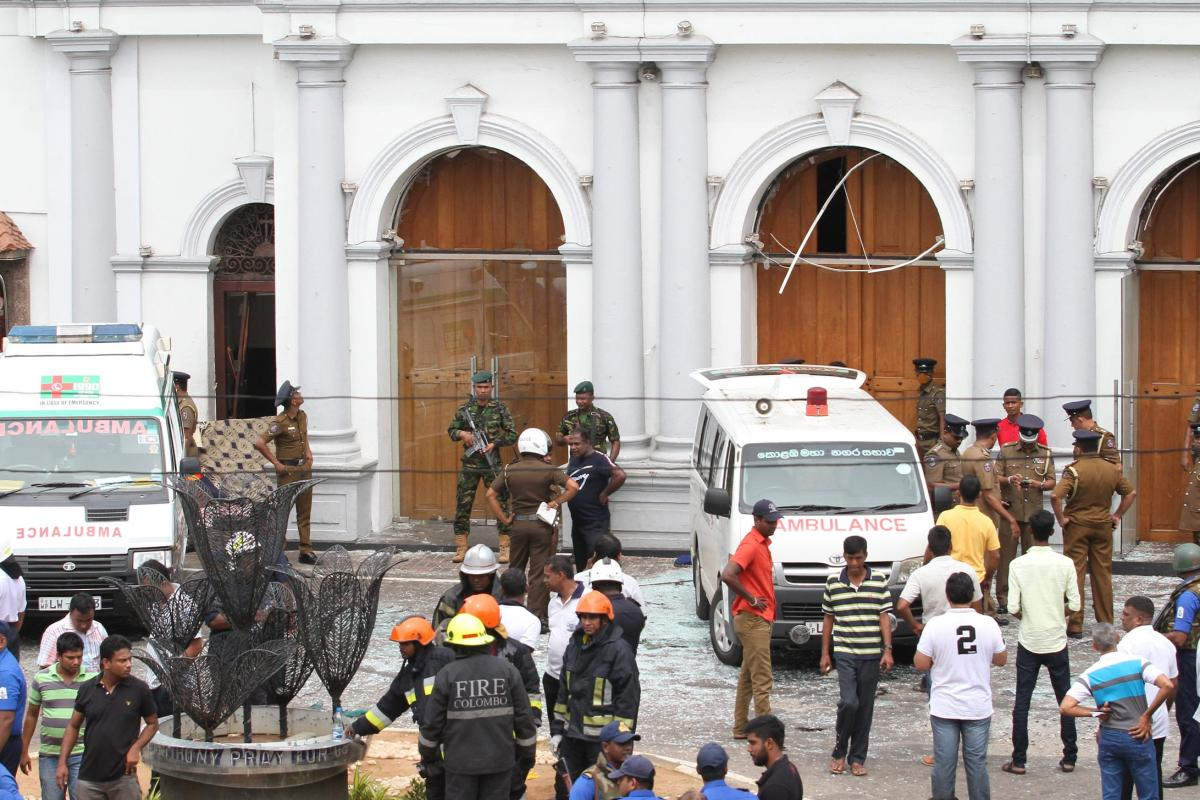 Security forces secure the area around the St. Anthony's Shrine after an explosion hit St Anthony's Church in Kochchikade in Colombo, Sri Lanka on 21 April, 2019 [Chamila Karunarathne/Anadolu Agency]