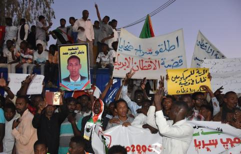 KHARTOUM, SUDAN - APRIL 21: Sudanese demonstrators gather in front of military headquarters during a demonstration after The Sudanese Professionals Association's (SPA) call, demanding a civilian transition government, in Khartoum, Sudan on April 21, 2019. Demonstrators hold photos of people who lost their lives on the protests. ( Ömer Erdem - Anadolu Agency )