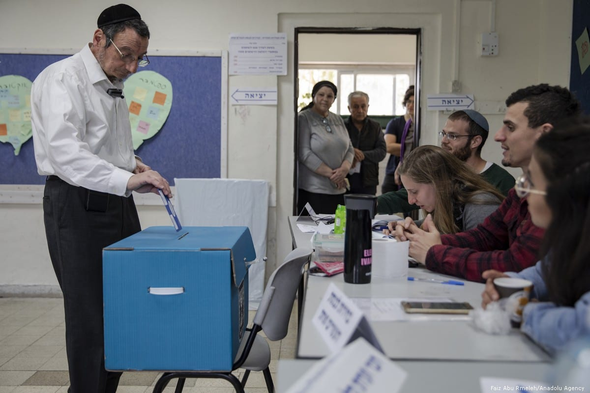 A man casts his vote during the Israeli general elections in Tel Aviv on 9 April 2019 [Faiz Abu Rmeleh/Anadolu Agency]