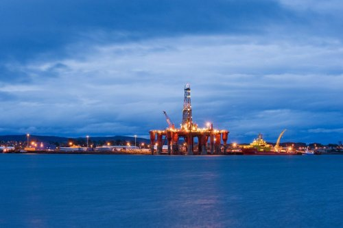 Oil rigs, North Sea oil, Scotland, UK [Berardo62-Flickr]