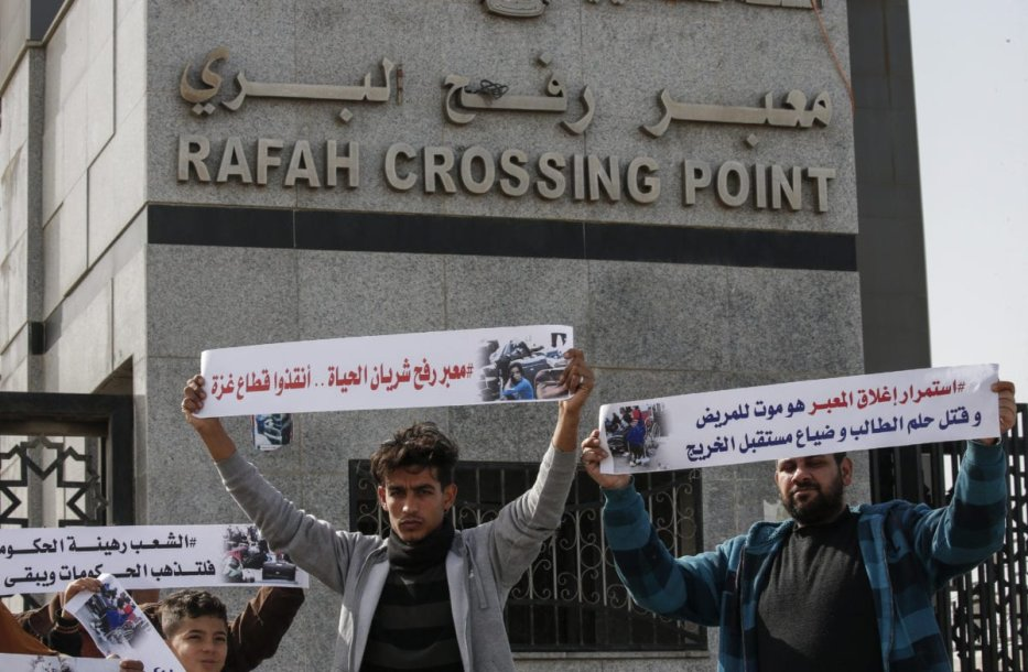 Palestinians protest against the closure of the Rafah crossing point between Egypt and the southern Gaza Strip and the Israeli blockade on the territory, on 24 January 2019 in Rafah. [SAID KHATIB / AFP / Getty]