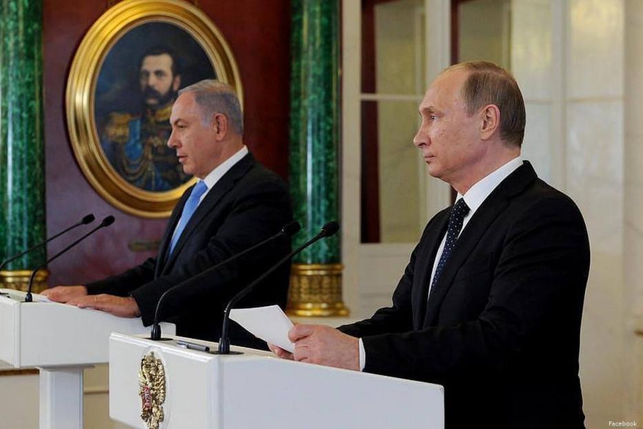 Israeli Prime Minister Benjamin Netanyahu (L) and Russian President Vladimir Putin