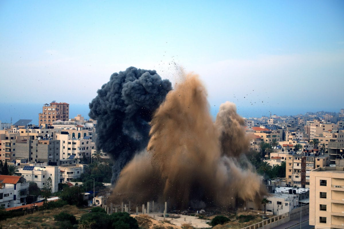 Smoke is seen rising following an Israeli airstrike on a building in Gaza city on May 5, 2019 [Ibrahim Khalaf / ApaImages]