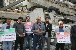 GAZA CITY, GAZA - MAY 05 : Anadolu Agency's Gaza representative Yasser al-Benna (C) speaks during a demonstration as journalists gather in front of the wreckage of the Anadolu Agency's office after it was hit by Israeli warplanes' in Gaza 05, 2019. Israeli warplanes hit the building with at least 5 rockets after warning shots, Anadolu Agency's correspondent in Jerusalem reported. ( Mustafa Hassona - Anadolu Agency )