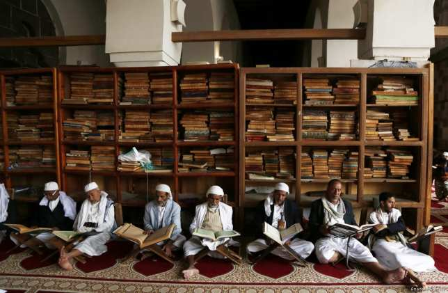 Yemeni Muslims gather and read holy Quran during the Islamic holy fasting month of Ramadan at the Al-Kabir Mosque in Sanaa, Yemen on 6 May, 2019 [Mohammed Hamoud/Anadolu Agency]