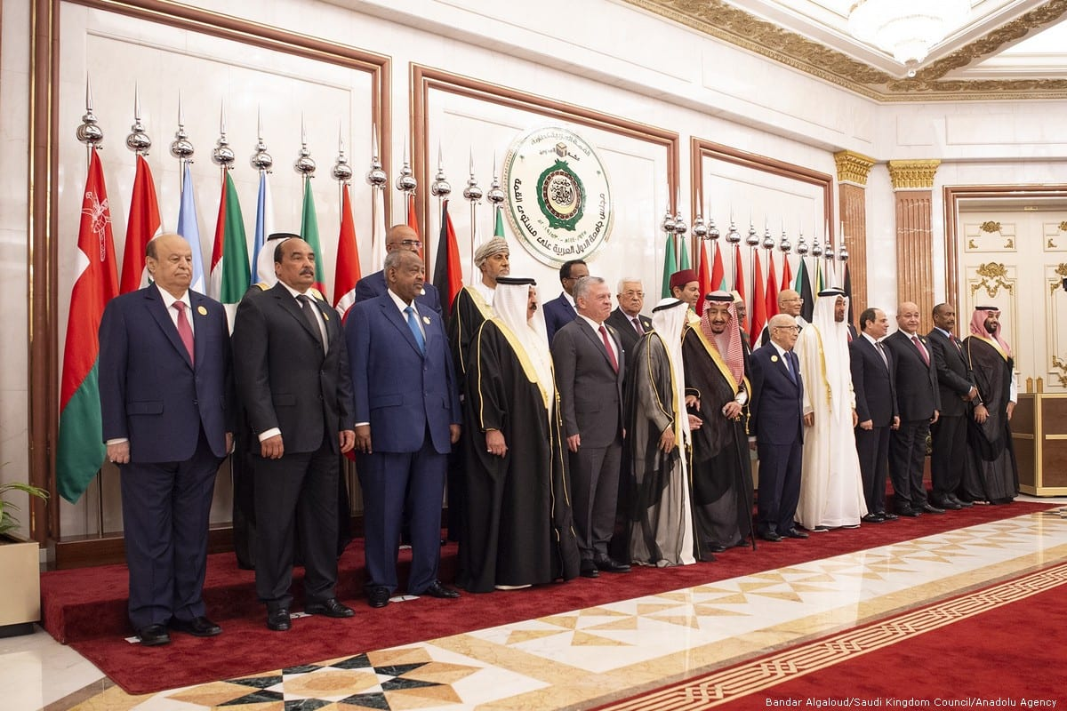 Leaders pose for a family photo during emergency Arab League Summit in Mecca, Saudi Arabia on 31 May 2019 [Bandar Algaloud/Saudi Kingdom Council/Anadolu Agency]