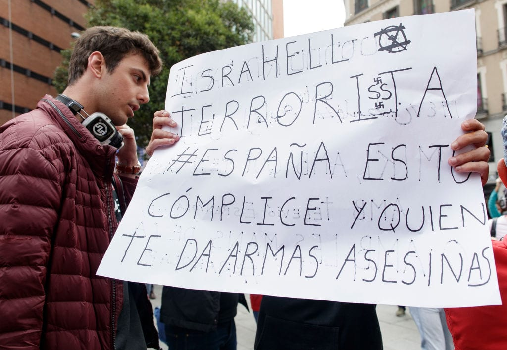 Pro-Palestinian demonstrators boycott the presentation of the Spanish candidate to Eurovision, Miki Nunez leaving for Eurovision 2019 on 8 May 2019 in Madrid, Spain. [Eduardo Parra/Getty Images]