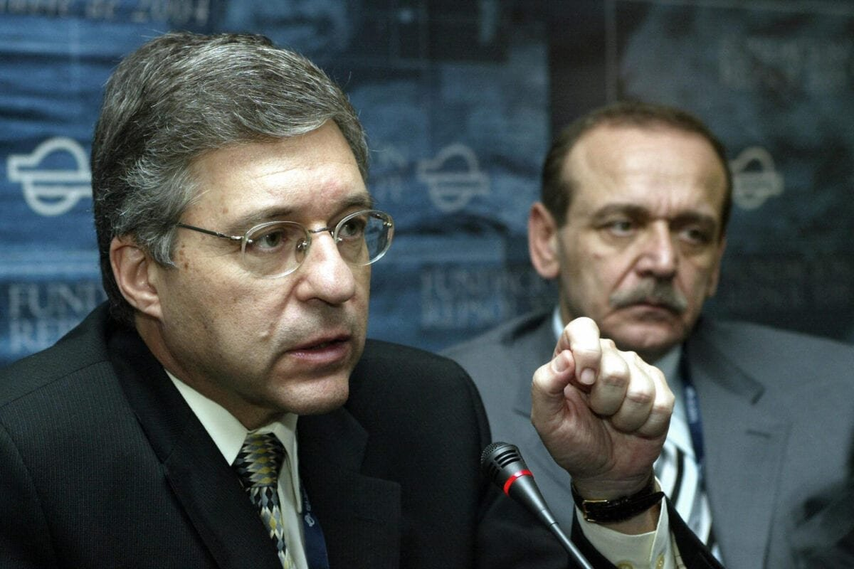 Israeli representative Yossi Beilin (L) and Palestinian representative Yasser Abed Rabbo hold a joint press conference during the Foro de Formentor in Mallorca, 08 October 2004 [AFP PHOTO/ Jaime REINA / Getty]