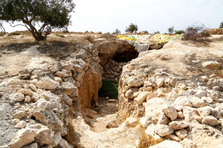 In 2001 Susiya was destroyed, including the cave dwellings where remnants remain
