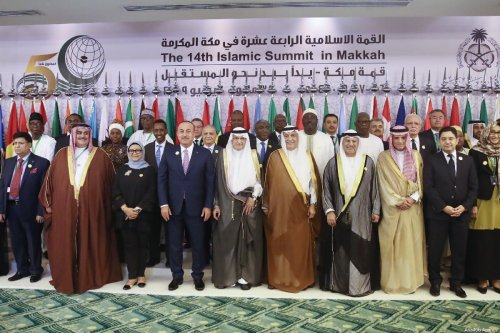 Foreign Minister of Turkey Mevlut Cavusoglu poses for a family photo ahead of a meeting of Council of Foreign Ministers of the Organisation of Islamic Cooperation (OIC) in Jeddah, Saudi Arabia on May 29, 2019 [Fatih Aktaş / Anadolu Agency]