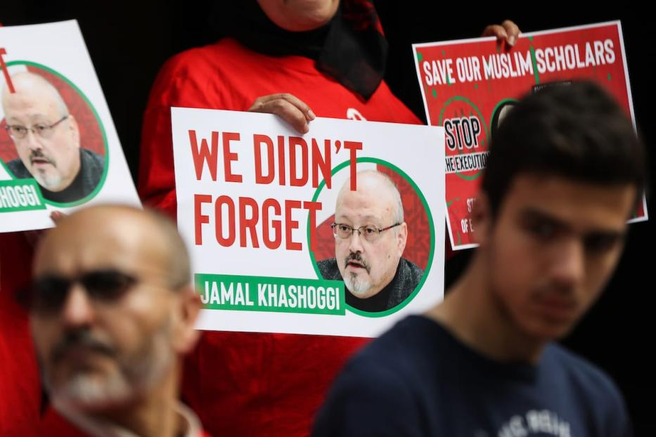 A protestor holds 'We didn't forget Jamal Khashoggi' during a protest in front of Saudi Consulate in New York to protest against Saudi Arabia's decision to execute three leading Saudi Arabian scholars including Salman al-Awdah after Ramadan, in New York, United States on 1 June 2019. [Atılgan Özdil - Anadolu Agency]