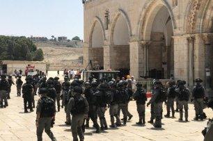 Israeli police intervene in Muslims protesting against the fanatic Jews at the Al-Aqsa Mosque Compound in Jerusalem on 2 June 2019. [Faiz Abu Rmeleh - Anadolu Agency]