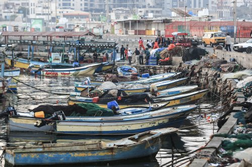Israel navy confiscates destroy Gaza fishing boat