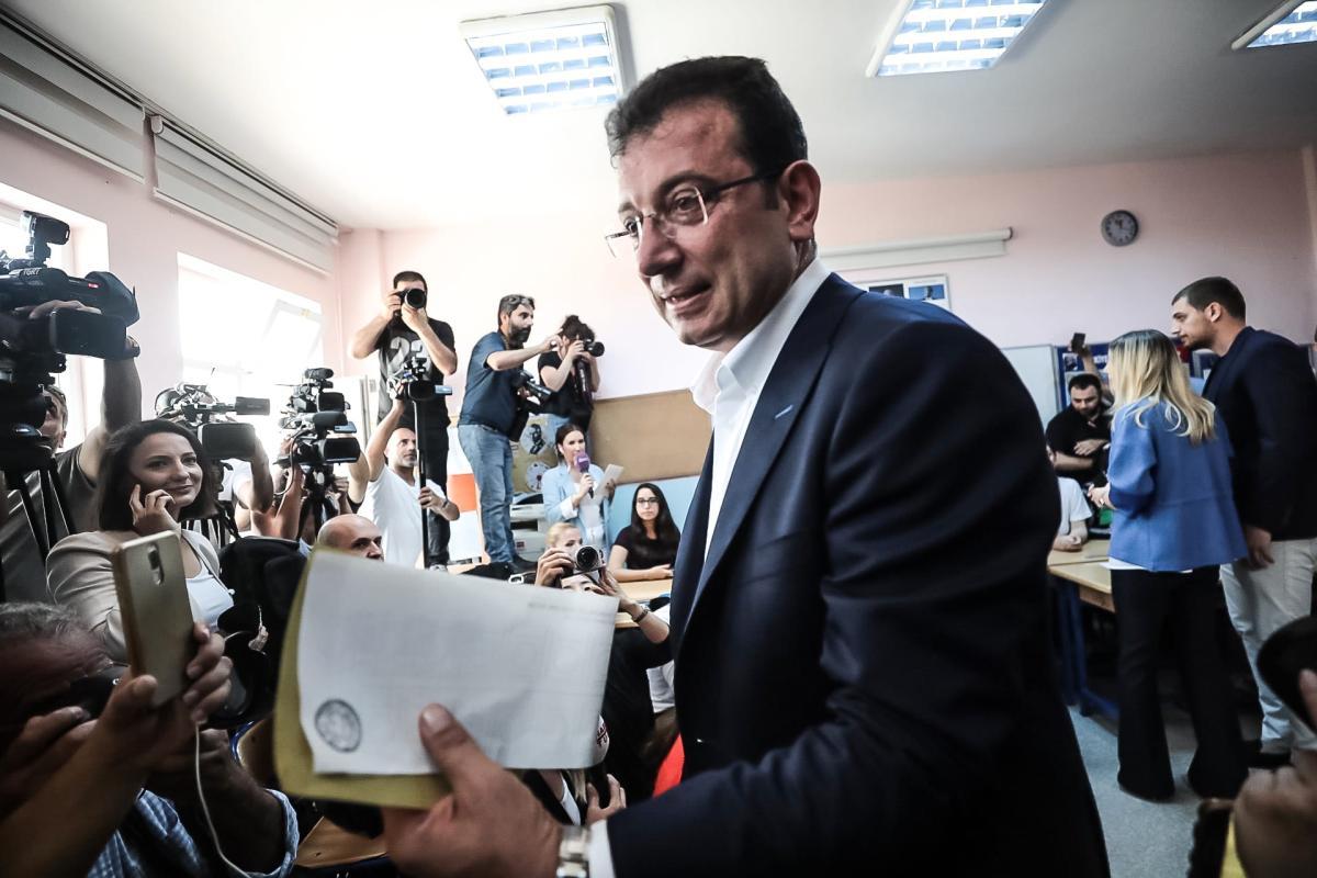 Imamoglu votes in Istanbul