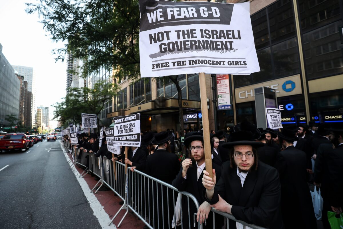Thousands of Ultra-Orthodox Jews stage a demonstration against the forced military service policy of the Israeli army in front of Israel Embassy in New York, United States on 26 June 2019. [Atılgan Özdil - Anadolu Agency]