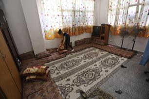 15 Palestinian families in the Gaza Strip have been living in a health centre for the past two months after UNRWA stopped paying their rent allowances on 10 June 2019 [Mohammed Asad/Middle East Monitor]