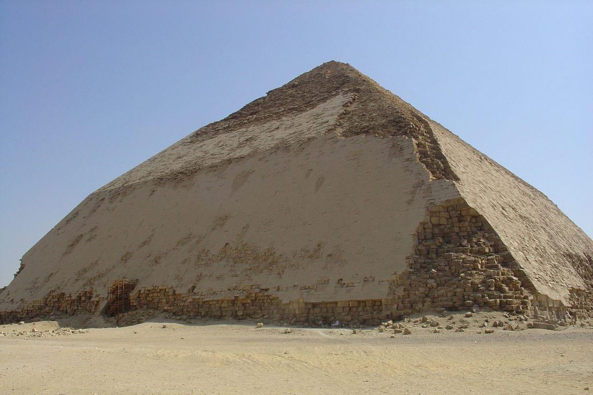 Pharaoh Sneferu's Bent Pyramid in Dahshur, Egypt, as seen on October 14, 2007 [Ivrienen / Wikimedia]