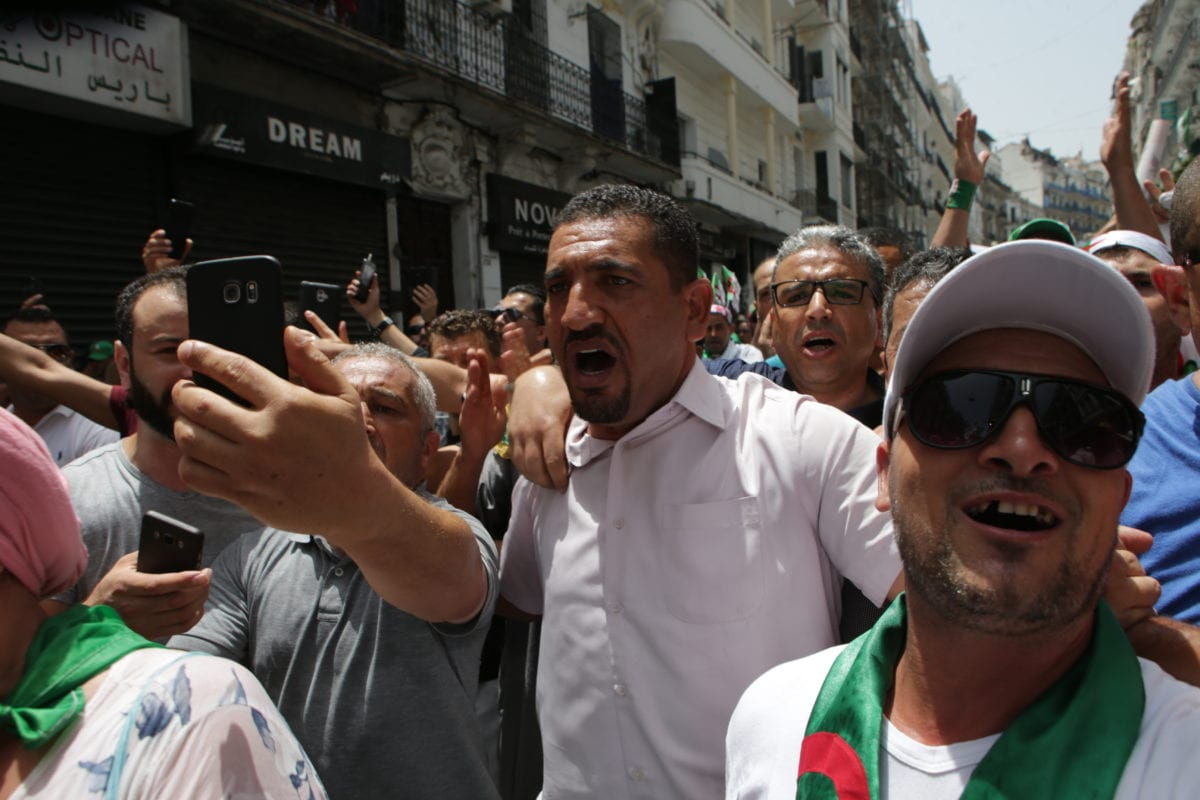 Algerians stage a demonstration demanding regime officials -- who continue to work after former President Abdelaziz Bouteflika resigned -- to step down, in Algiers, Algeria on 5 July 2019. [Farouk Batiche - Anadolu Agency]
