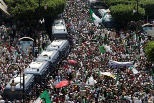 For the 21st Friday in a row, Algerians stage a demonstration demanding regime officials - who continue to work after former President Abdelaziz Bouteflika resigned - to step down, in Algiers, Algeria on July 05, 2019 [Farouk Batiche / Anadolu Agency]