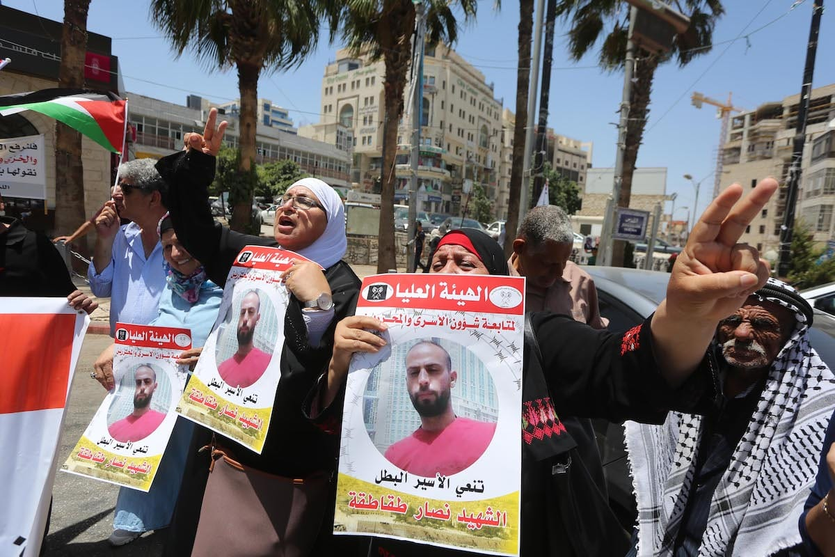 Palestinians stage a protest against Israeli violations against Palestinian prisoners after Nassar Taqatqa, a Palestinian detainee held in Israel died due to medical negligence, at Al-Manara Square in Ramallah, West Bank on 16 July 2019. [İssam Rimawi - Anadolu Agency]
