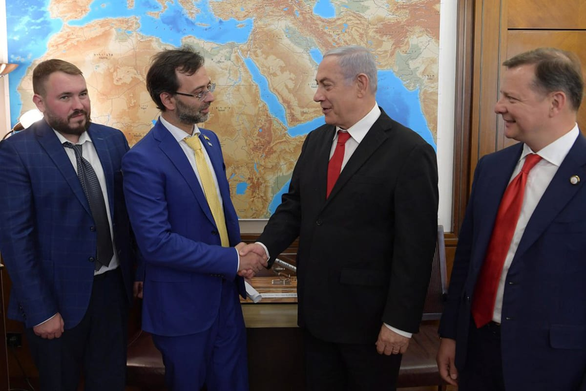 Israeli Prime Minister Benjamin Netanyahu (C) met with members of a Ukrainian parliamentary delegation in Jerusalem on 10 July 2019 [IsraeliPM/Twitter]